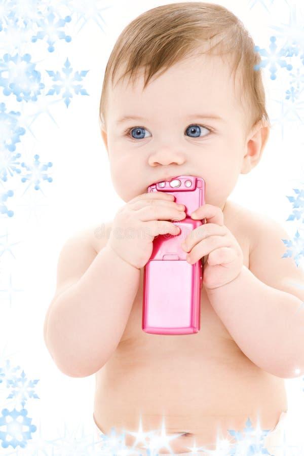 Chéri avec le téléphone portable photo stock