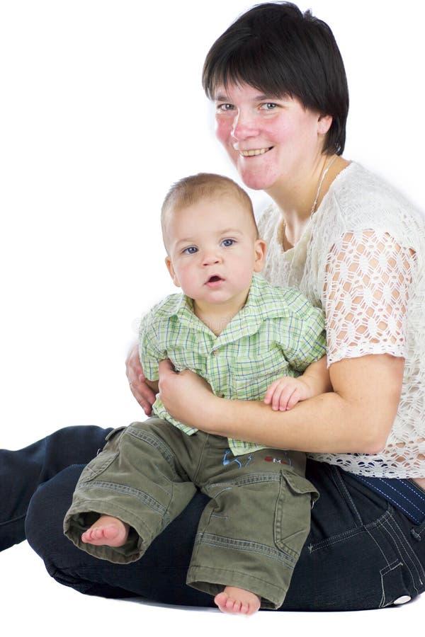 Chéri de fixation de mère image stock