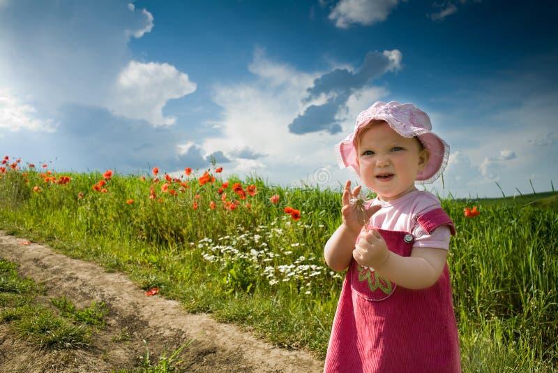 Chéri-fille sur une voie images libres de droits