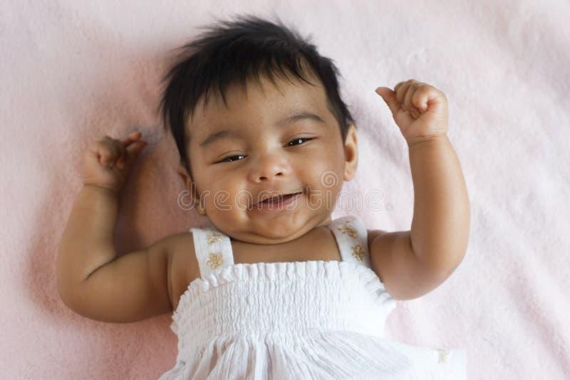Chéri indienne heureuse de sourire images stock