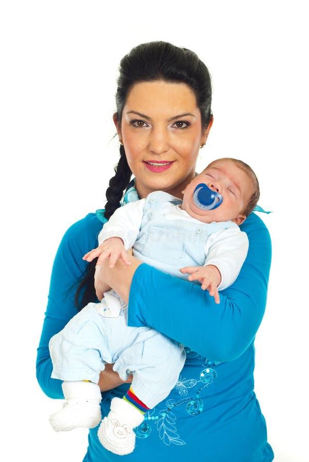 Chéri nouveau-née de sourire de prise de mère images stock