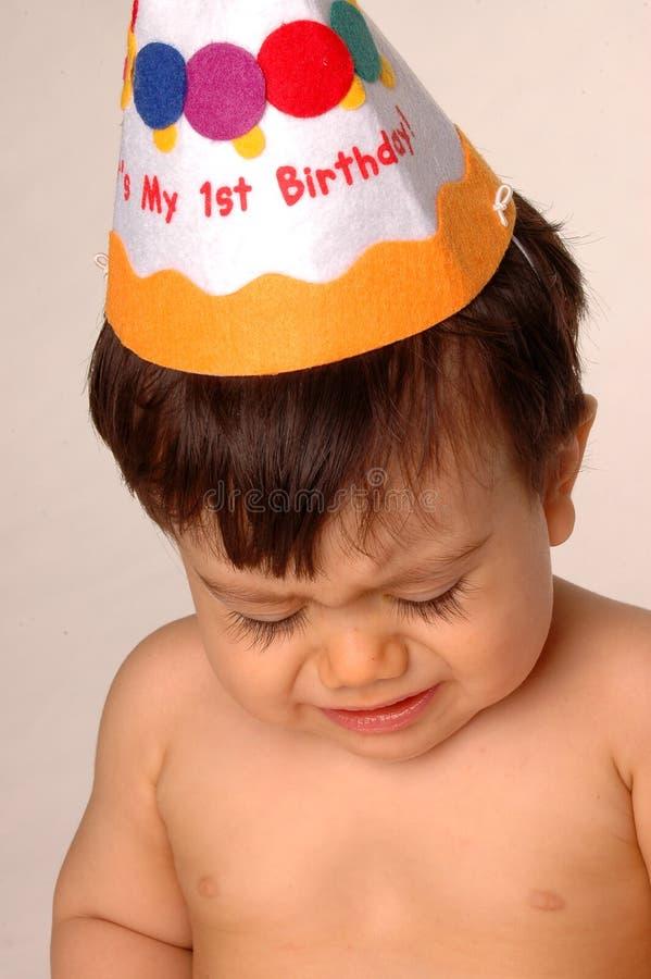 Chéri pleurant sur le premier anniversaire photographie stock libre de droits