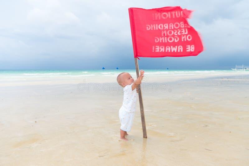 Chéri sur la plage photo stock