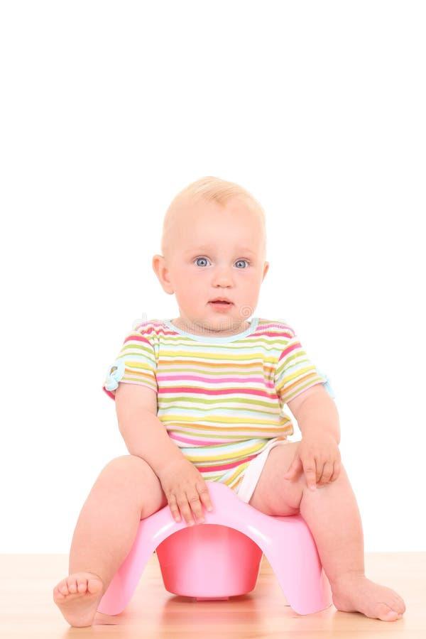 Chéri sur potty photo libre de droits