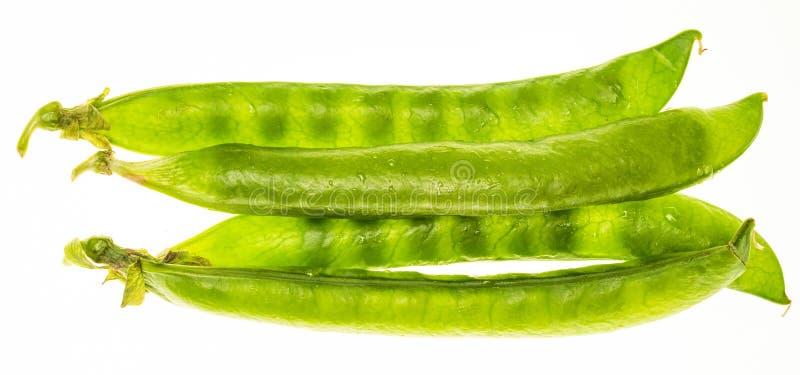 Chícharos de los guisantes verdes, petipuas, blandos y muy frescos con descensos del agua foto de archivo libre de regalías