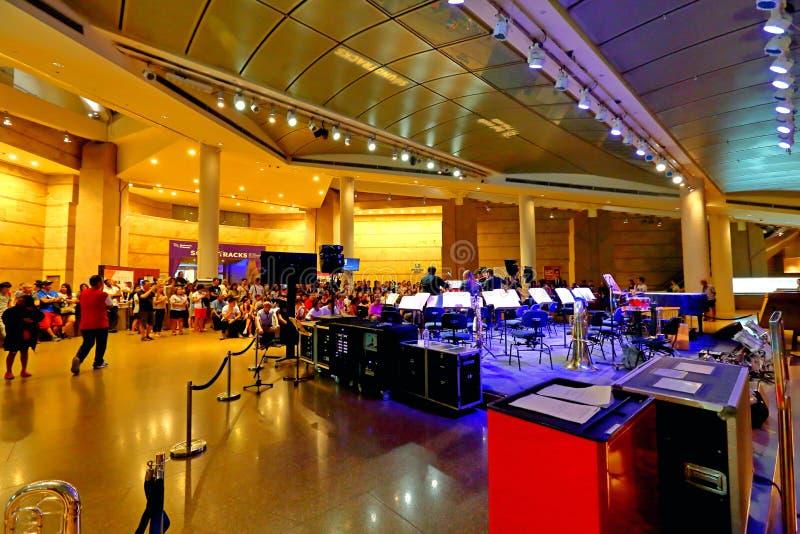 Chórowy występ przy esplanadą Singapur obrazy stock