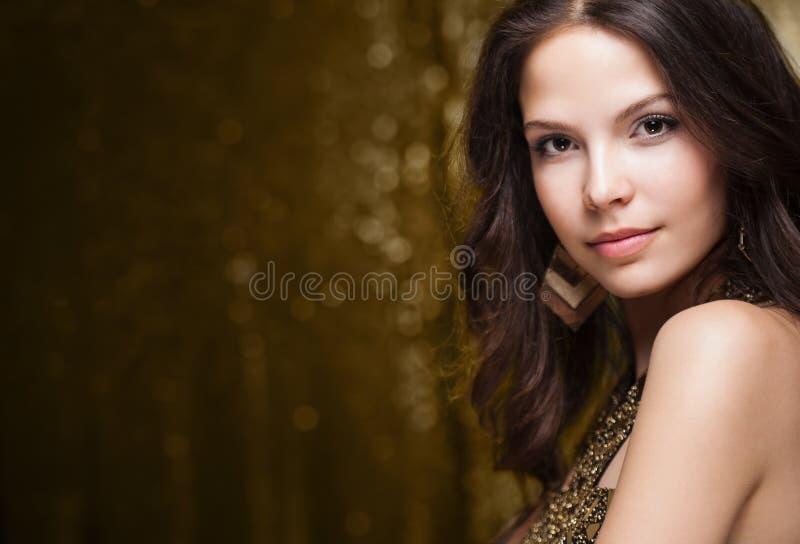 Chłodno elegancka świąteczna kobieta. fotografia stock