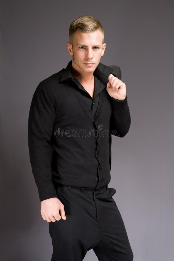 Chłodno modny młody człowiek. zdjęcia stock