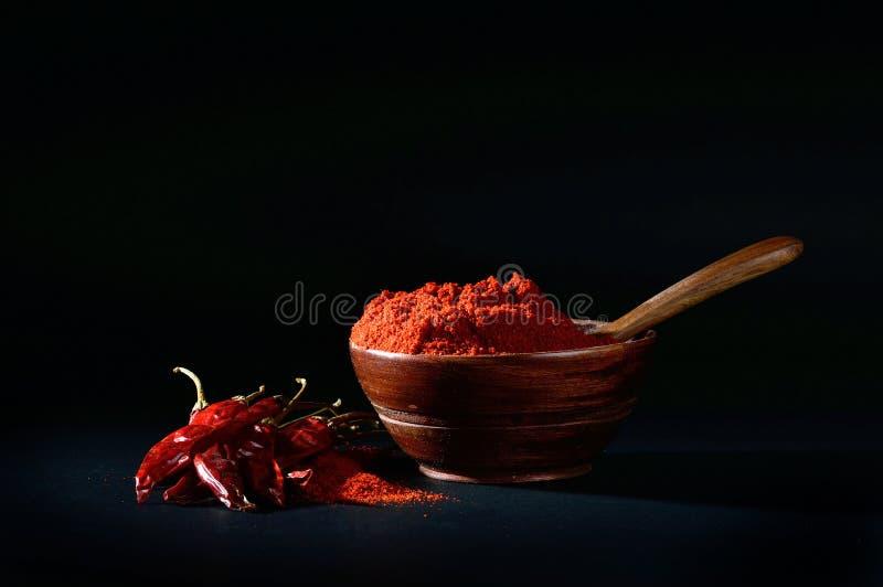 Chłodny proszek z czerwony chłodnym w bielu talerzu obraz royalty free