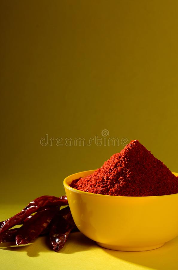 Chłodny proszek z czerwony chłodnym w bielu talerzu fotografia royalty free