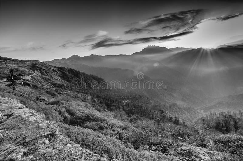 Chłodny zima wschód słońca przy Lungthang, Sikkim, Zachodni Bengalia, India zdjęcie stock