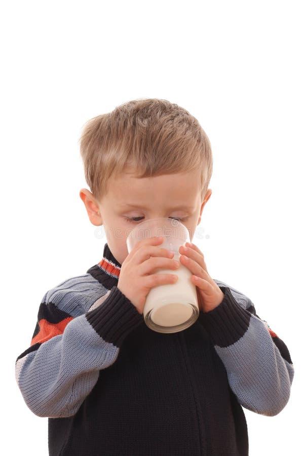 chłopak pije mleko obrazy royalty free