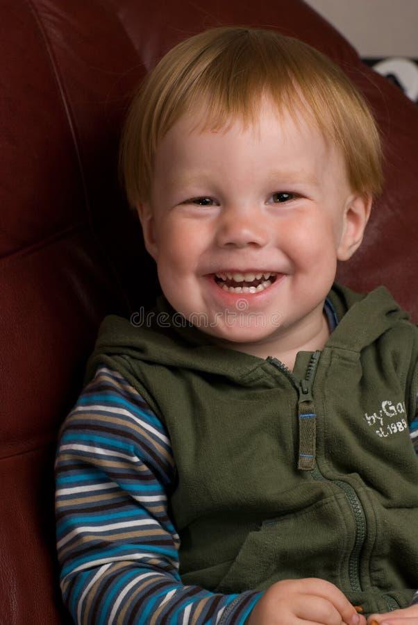 chłopak trochę się uśmiecha zdjęcie stock