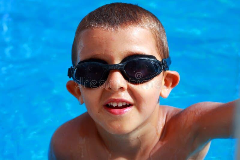 chłopcy basen opływa fotografia royalty free