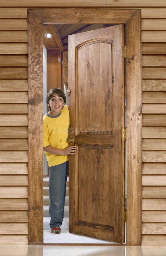 chłopcy drzwi do przodu fotografia royalty free