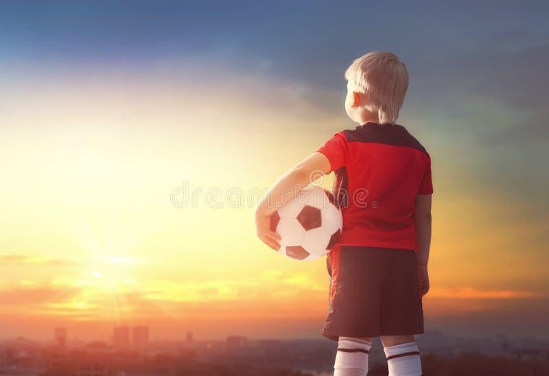 chłopcy football grać zdjęcia royalty free