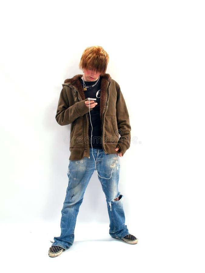 chłopcy odtwarzacz mp 3 nastolatków. obrazy royalty free