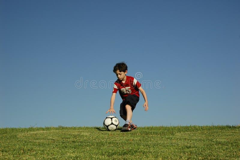 chłopcy piłkę zdjęcia royalty free