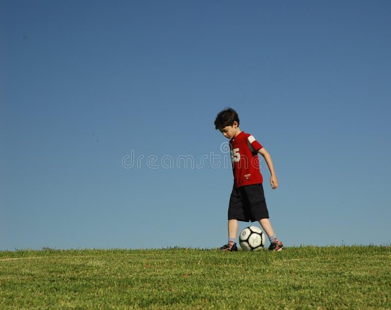 chłopcy piłkę zdjęcia stock