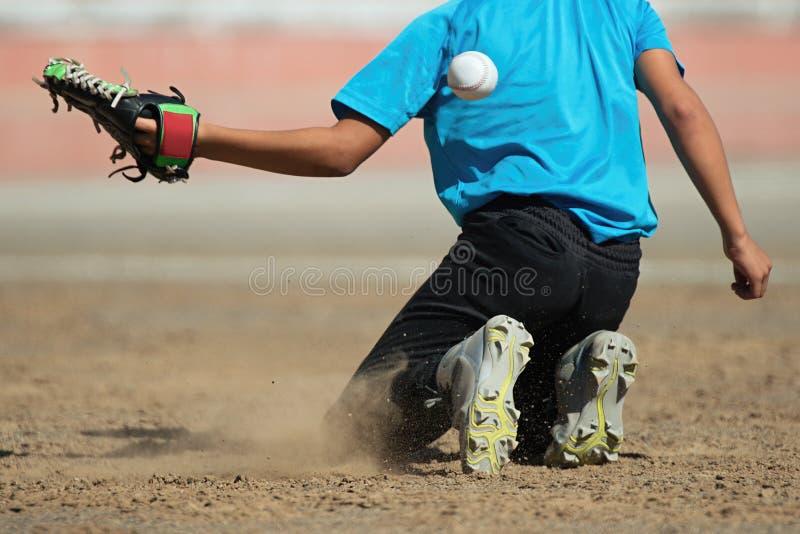 Chłopiec łapie baseballa łapać nie obrazy stock