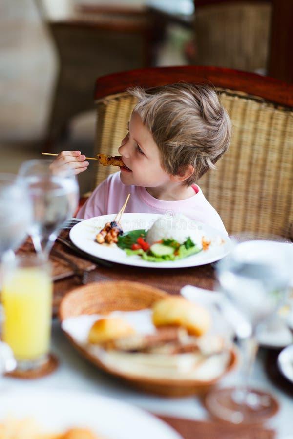 Chłopiec łasowania lunch zdjęcia royalty free