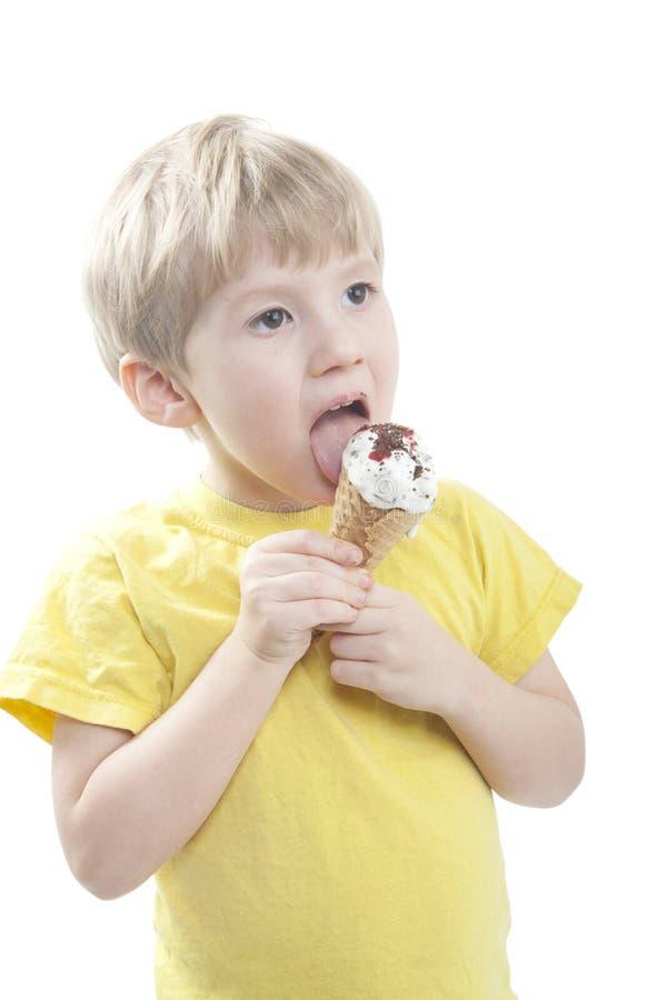 Download Chłopiec śmietanki lód zdjęcie stock. Obraz złożonej z dziecko - 13326312