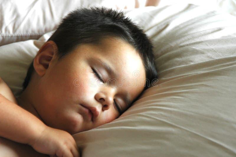 chłopiec śpi fotografia stock