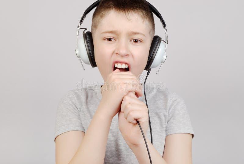 chłopiec śpiew obrazy stock