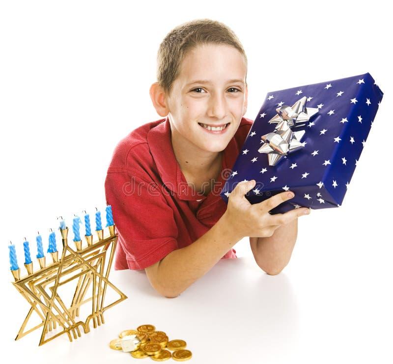 chłopiec świętuje chanukah trochę zdjęcie royalty free