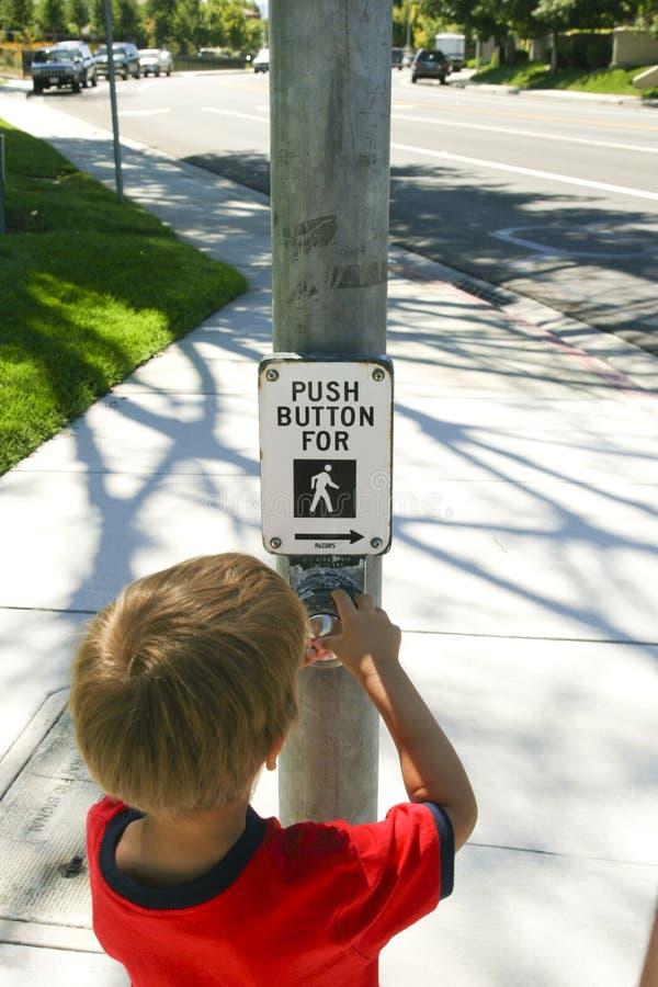 chłopiec świateł zmian ruch drogowy zdjęcia stock