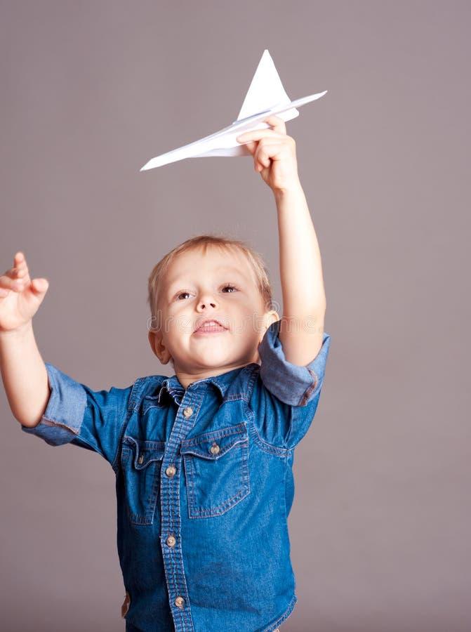chłopiec bawić się śliczny zdjęcia royalty free