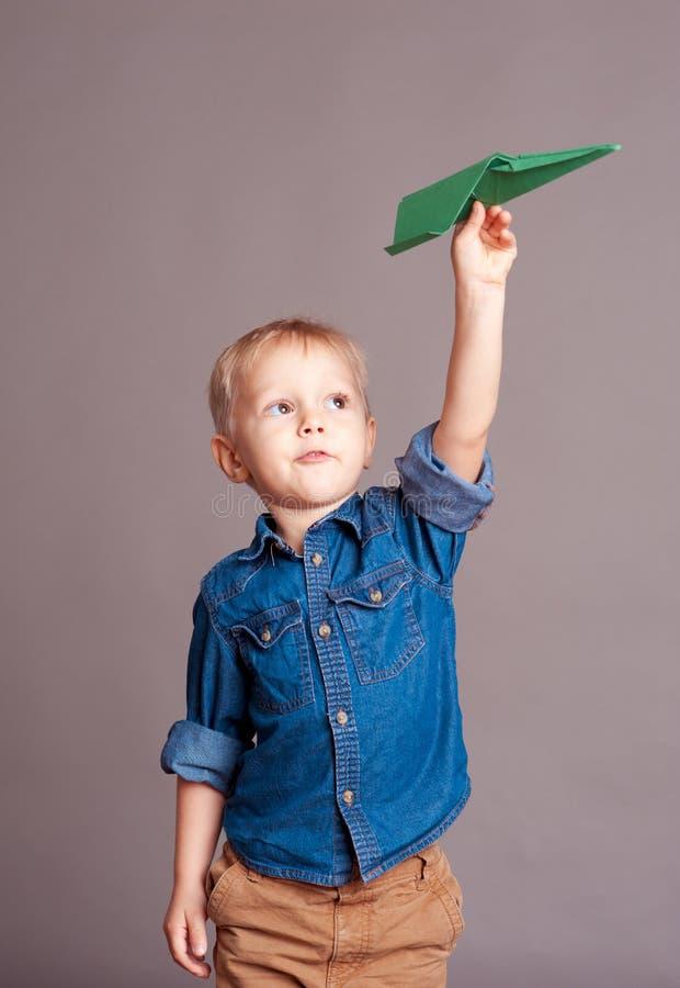 chłopiec bawić się śliczny fotografia royalty free