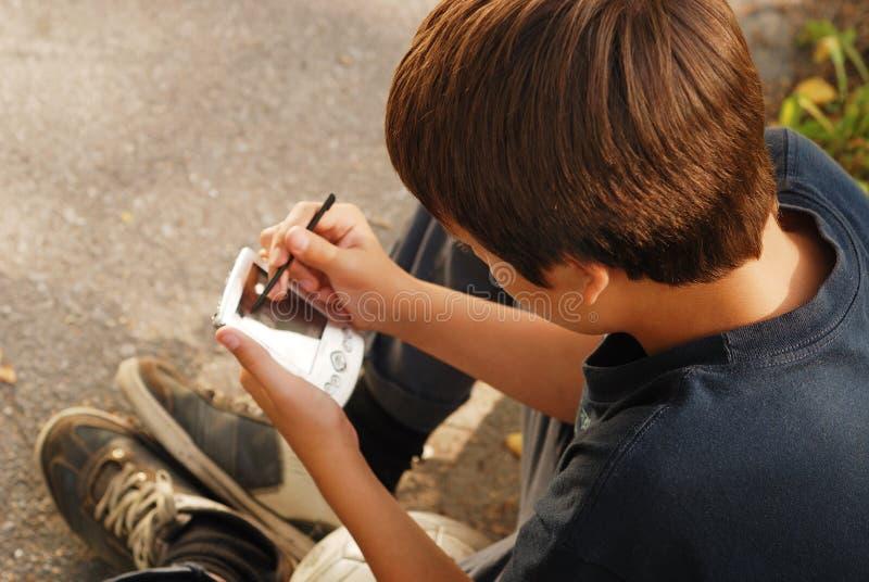 Chłopiec bawić się z gadżetem zdjęcia royalty free