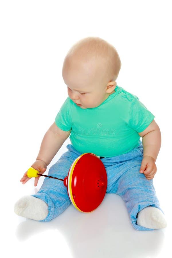 Chłopiec bawić się z whirligig zdjęcia royalty free