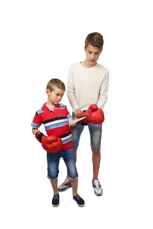 Chłopiec bokser z trenerem obrazy royalty free