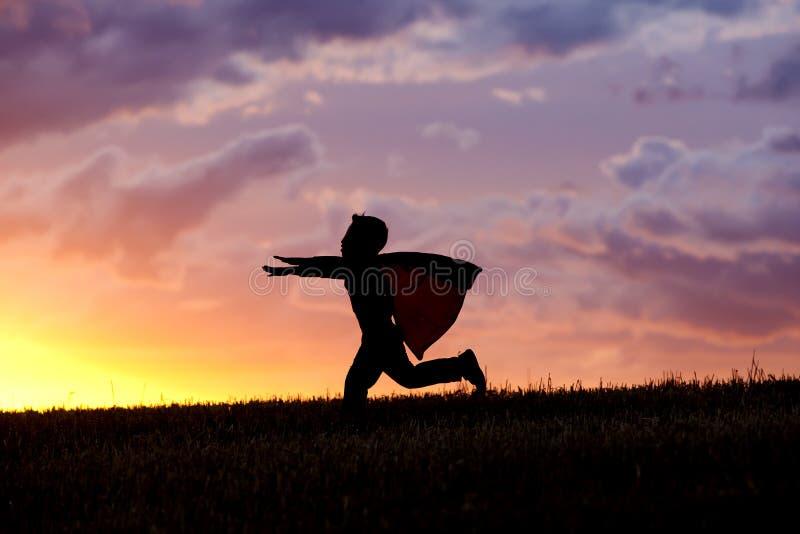 Chłopiec cud przy zmierzchem obrazy royalty free
