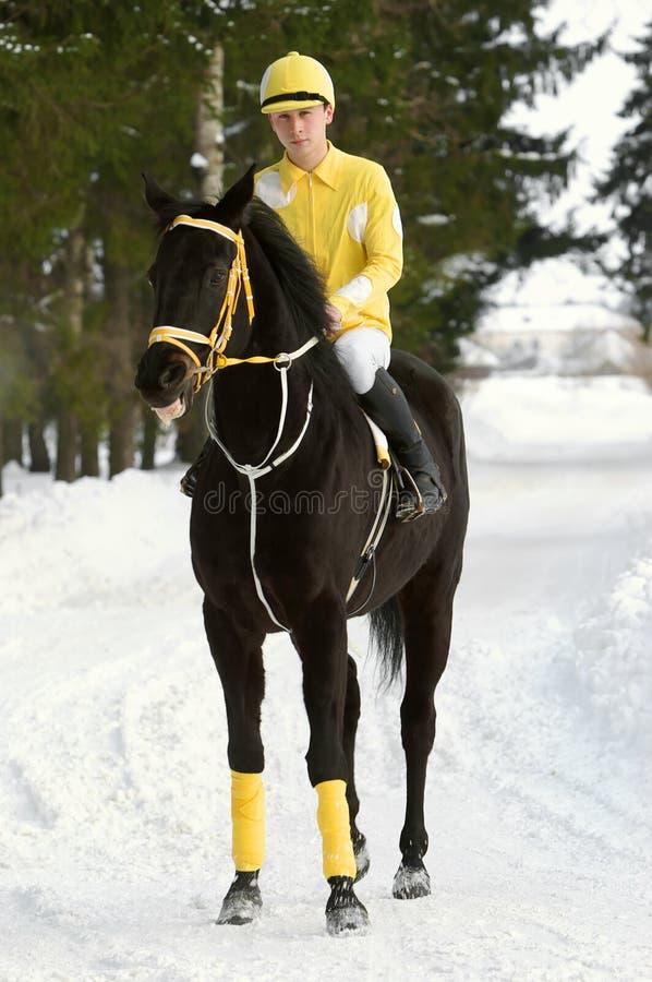 chłopiec czarny koń obraz stock