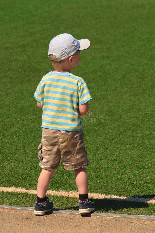 chłopiec czekanie obrazy royalty free