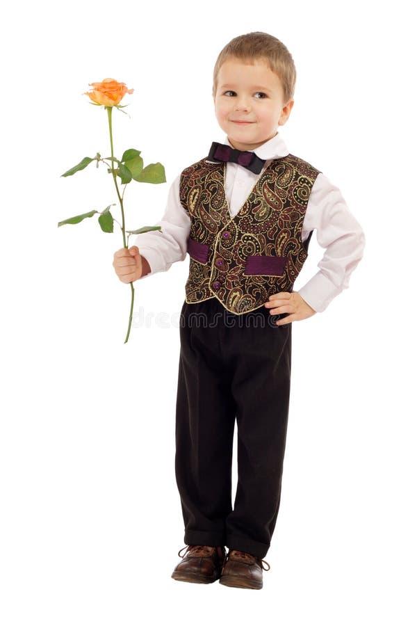 chłopiec daje małemu wzrastał target2381_0_ fotografia royalty free