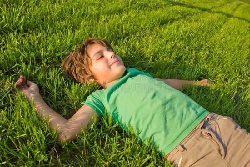 chłopiec dzień relaksujący lato zdjęcia stock