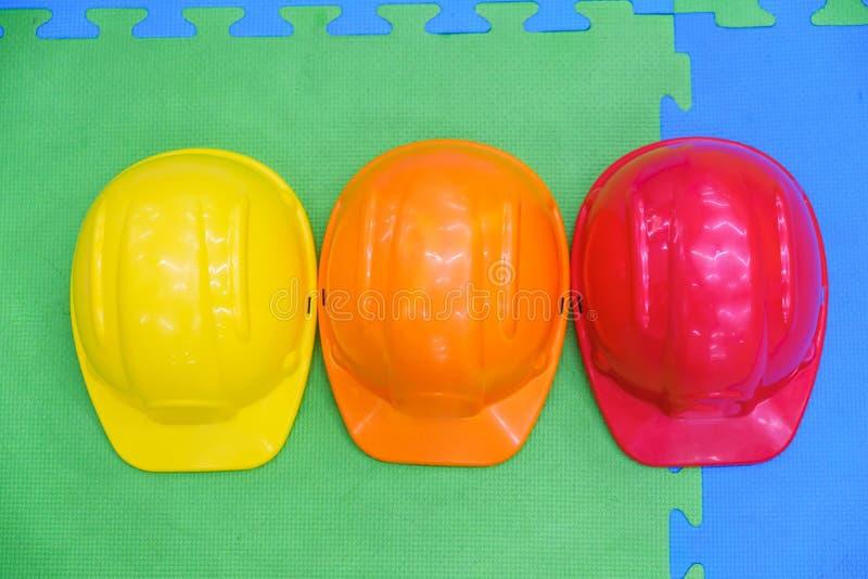 Chłopiec dzieciństwa budowy bezpieczeństwa budowniczy profesjonalizm obraz stock