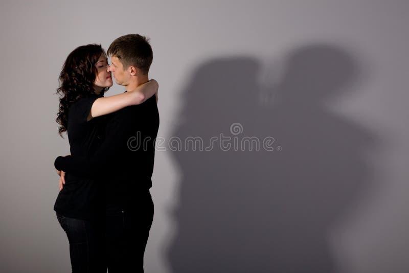 chłopiec dziewczyny całowanie obraz stock