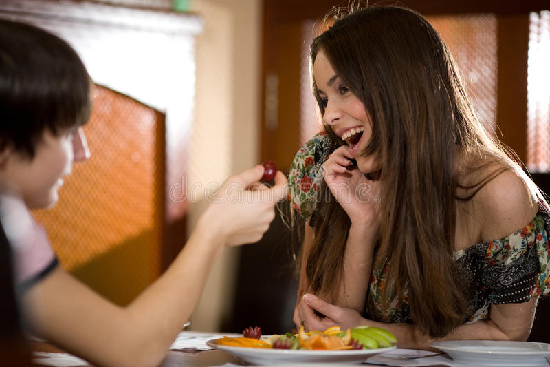 Download Chłopiec Dziewczyny Włosy Tęsk ładny Zdjęcie Stock - Obraz złożonej z datowanie, śniadanie: 13338120