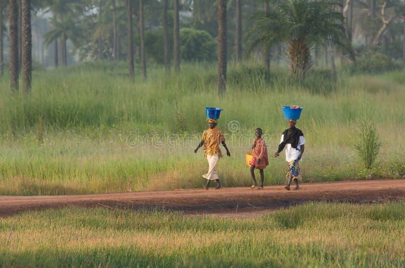 chłopiec Gambia dwa kobiety zdjęcie stock