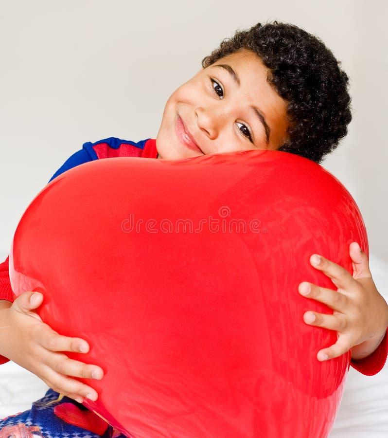Chłopiec i duży serce obrazy royalty free
