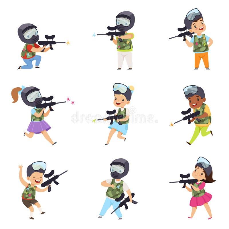 Chłopiec i dziewczyn paintball gracze ustawiają, małe dzieci jest ubranym maski i kamizelki bawić się paintball celowanie z pisto ilustracji