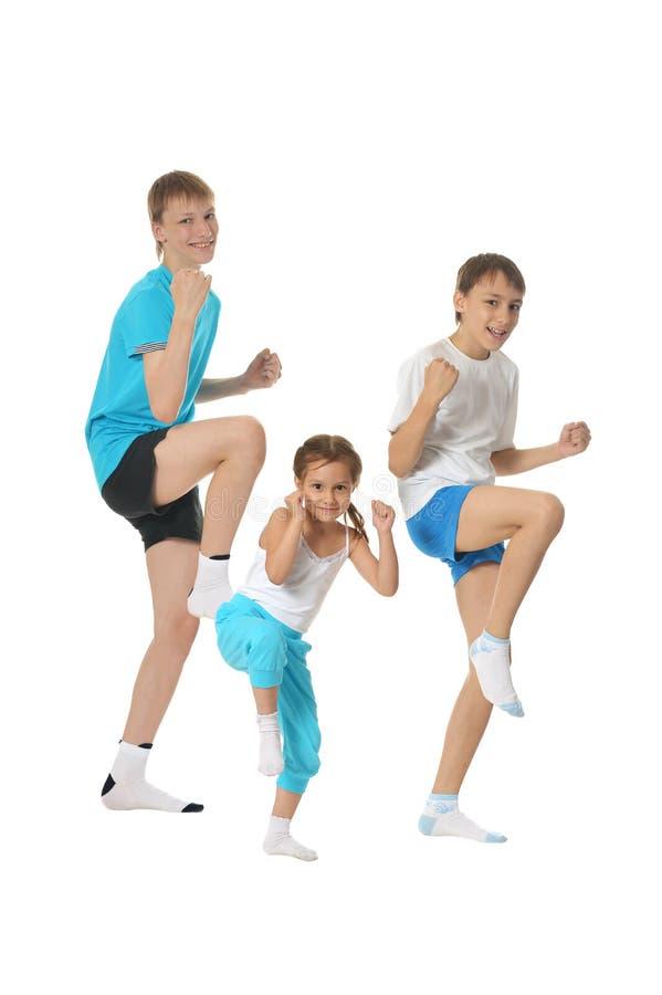 Chłopiec i dziewczyna stażowy karate zdjęcie royalty free