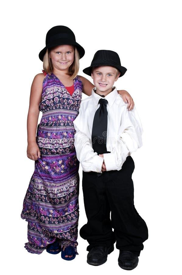 Chłopiec i dziewczyna w Dużych rozmiarów Odziewamy fotografia royalty free