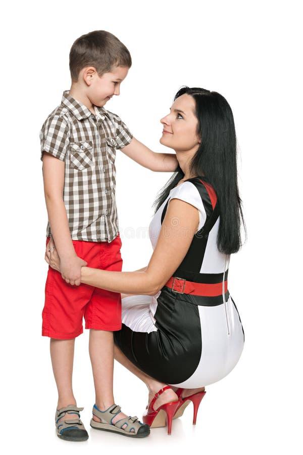 Chłopiec i jego matkujemy fotografia stock