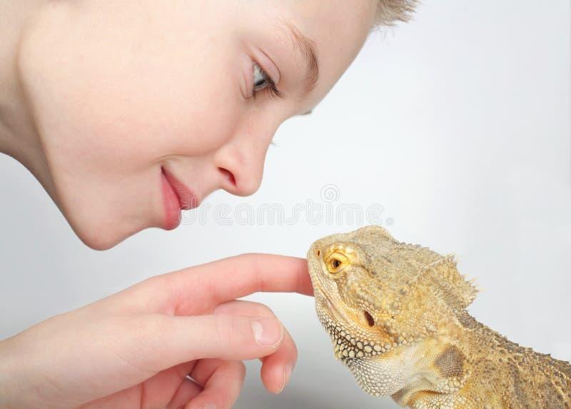 chłopiec jaszczurka fotografia royalty free